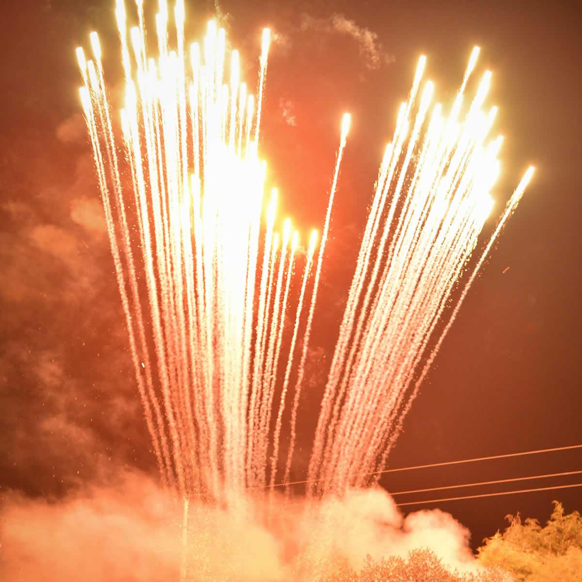 Águas Dançantes | Fogo de artifício e fogo preso